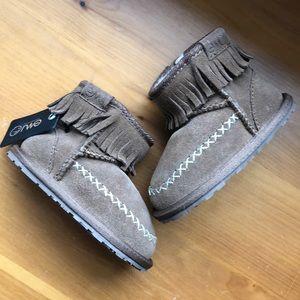 NWT Emu Boots
